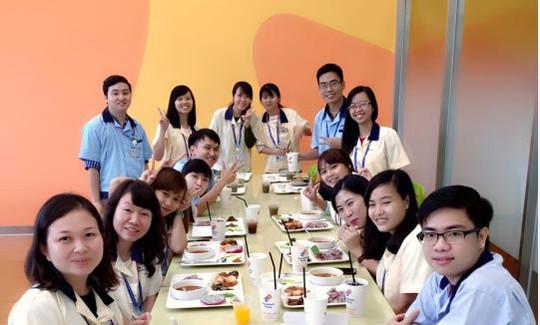 Bữa ăn giữa ca ở Samsung - Ảnh 1.