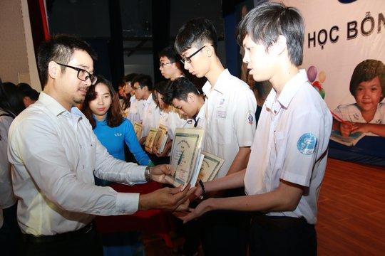 Quỹ CEP động viên con thành viên nghèo đến lớp - Ảnh 1.