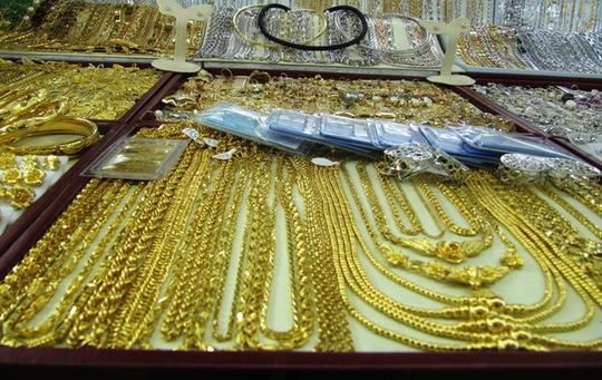 Giá vàng trong nước giảm mạnh theo giá thế giới