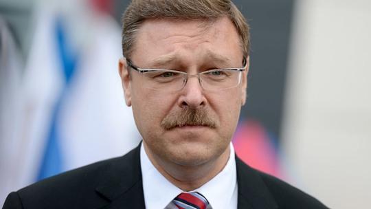Estonia trục xuất 2 nhà ngoại giao Nga, Moscow dọa trả đũa - Ảnh 1.