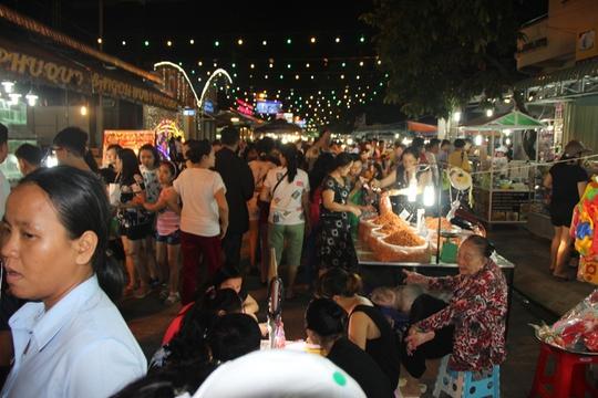 Mướt mồ hôi ở chợ đêm Phú Quốc - Ảnh 6.