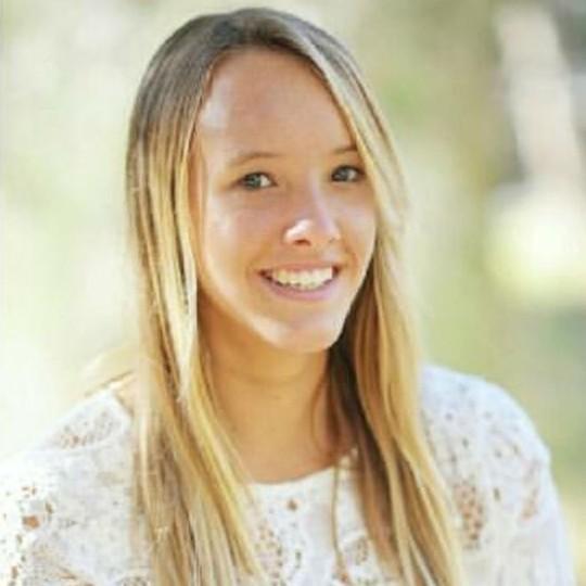 Laeticia Brouwer, 17 tuổi, bị cá mập tấn công khi đang lướt sóng. Ảnh: BBC