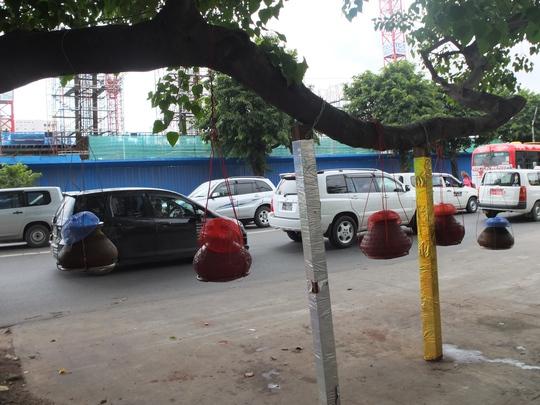 Độc đáo những bình nước uống miễn phí ở Myanmar - Ảnh 1.