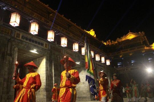 Tái hiện lính tuần ở cổng Ngọ Môn
