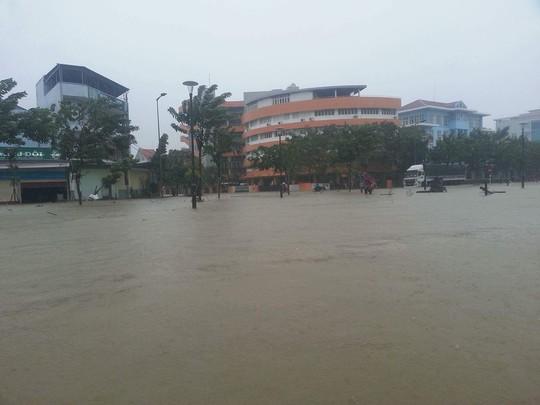 Thừa Thiên - Huế: Lũ trên sông Bồ sẽ vượt đỉnh lịch sử năm 1999 - Ảnh 4.