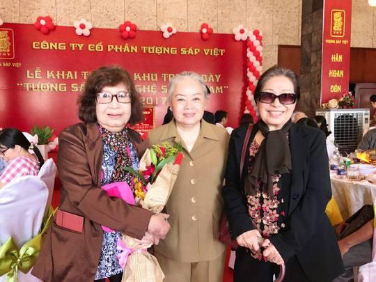Ba nữ tướng: NSƯT Diệu Hiền, Thanh Nguyệt, Ngọc Hương trong ngày khánh thành Khu trưng bày tượng sáp Việt