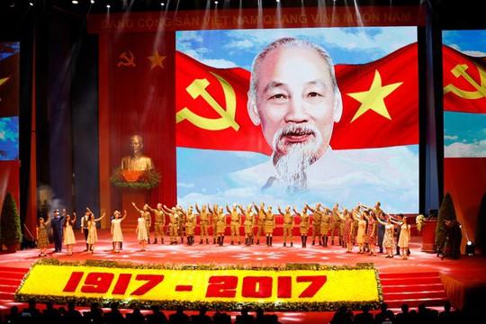 Sáng 5/11, tại Thủ đô Hà Nội, Ban Chấp hành Trung ương Đảng Cộng sản Việt Nam, Quốc hội, Chủ tịch nước, Chính phủ nước Cộng hòa xã hội chủ nghĩa Việt Nam, Ủy ban Trung ương MTTQ Việt Nam và thành phố Hà Nội đã long trọng tổ chức Lễ kỷ niệm 100 năm Cách mạng Tháng Mười Nga.