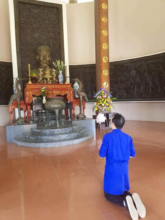 Làm nhạc kịch Tiên Nga, Thành Lộc về Bến Tre khấn nguyện cụ Đồ Chiểu - Ảnh 1.