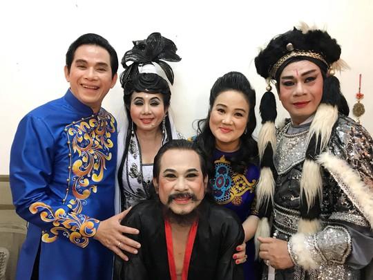Ba chị em Thanh Hằng cứu giúp ba danh cầm nghèo khó - Ảnh 2.