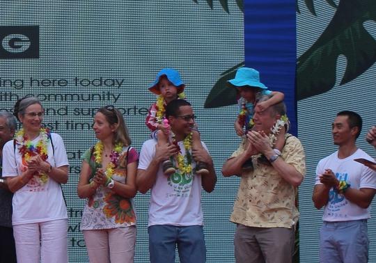 Cả gia đình Đại sứ Mỹ dự lễ hội dành cho người đồng tính - Ảnh 2.