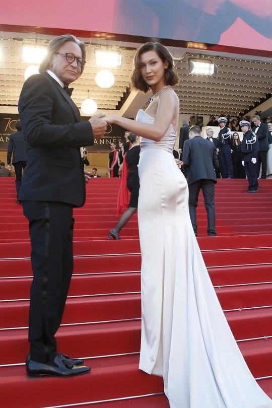 Mỹ nhân khoe sắc rạng rỡ tại LHP Cannes - Ảnh 2.