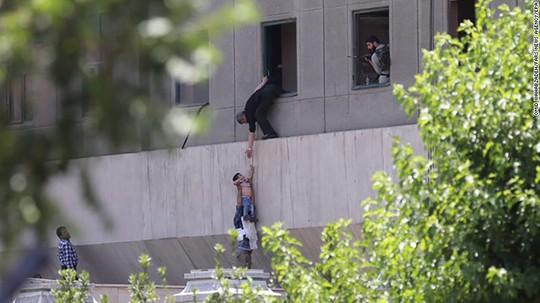 Khủng bố kép tại Tehran: IS lần đầu manh động trên đất Iran? - Ảnh 1.