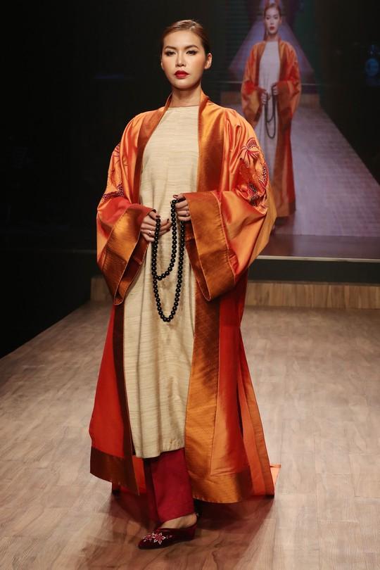 Chim công làng múa Linh Nga xuất hiện sau vụ kiện - Ảnh 6.