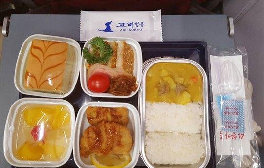 Bữa ăn khá phong phú và đầy đủ lại khiến hành khách thất vọng. Ảnh: Instagram