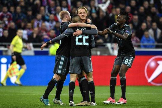 Mourinho phản pháo HLV Ajax - Ảnh 2.