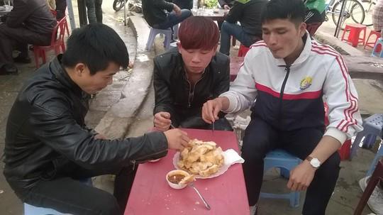 Chỉ là bánh mì thôi nhưng ăn ở Lạng Sơn khác đấy! - Ảnh 4.