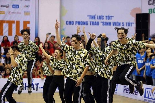 Pha ăn mừng chiến thắng của ĐH Văn Lang
