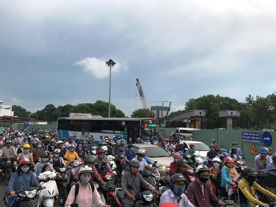 Tổ chức lại giao thông 2 nút giao cửa ngõ sân bay Tân Sơn Nhất - Ảnh 3.
