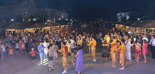 Lễ hội văn hóa Lào tại FLC Sầm Sơn thu hút 2.000 khách - Ảnh 1.