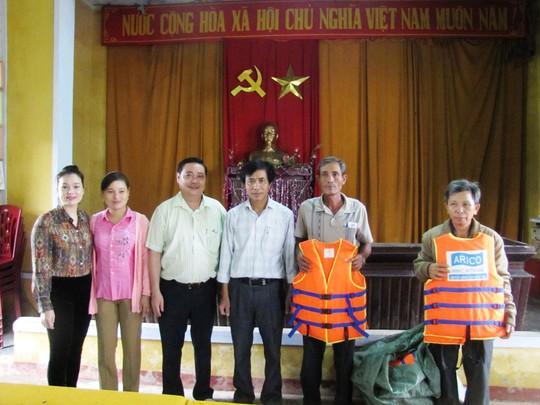 Đồng hương Quảng Nam tại TP HCM trao thêm 200 suất quà cho người dân vùng lũ - Ảnh 3.