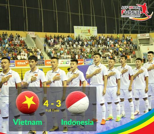 Clip futsal Việt Nam ngược dòng nghẹt thở hạ Indonesia - Ảnh 2.