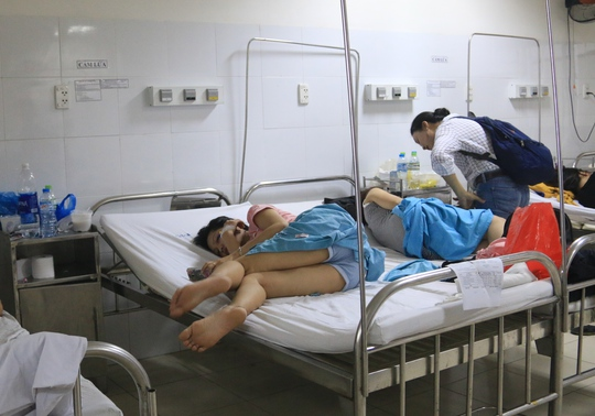 17 người nhập viện sau khi ăn cơm gà - Ảnh 1.