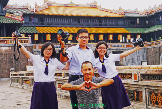 Thầy trò nhiếp ảnh gia Bá Hân đi thi nhiếp ảnh quốc tế - Ảnh 1.