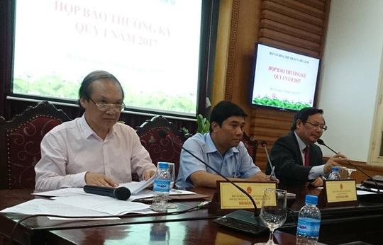 Ông Đào Đăng Hoàn, Phó Cục trưởng Cục Nghệ thuật biểu diễn (bìa trái) cho rằng cần rất thông cảm trong vấn đề quản lý văn hóa hiện nay