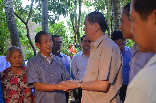 Chủ tịch nước và Thủ tướng vào tận vùng lũ thăm người dân - Ảnh 6.