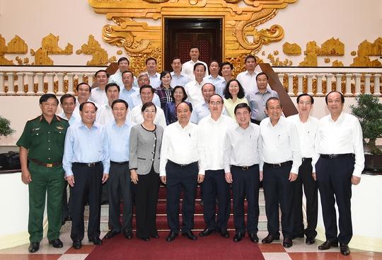 Thủ tướng: Phân cấp, phân quyền tối đa cho TP HCM - Ảnh 3.