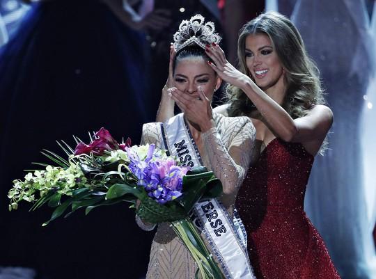 Cận cảnh nhan sắc tân Hoa hậu Hoàn vũ - Ảnh 2.