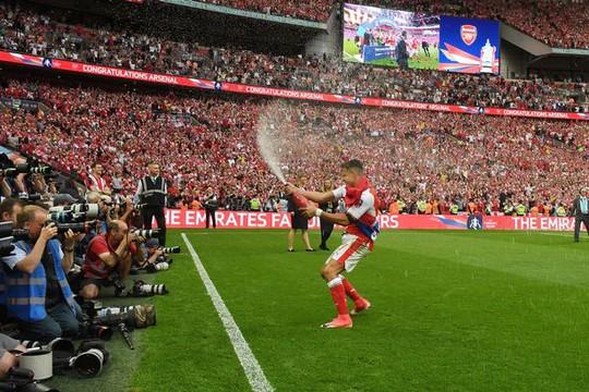 Bayern lôi kéo Sanchez bằng mức lương 350.000 bảng/tuần - Ảnh 1.