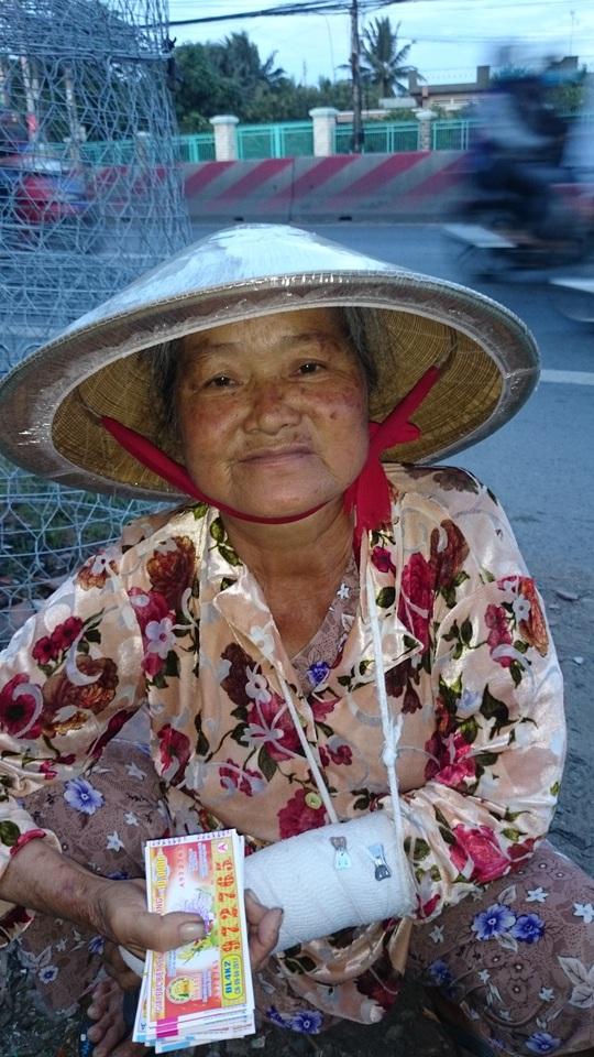 Trong vòng vài tuần bà Phạm Thị Dung đã bị lừa đổi vé số trúng 4 lần