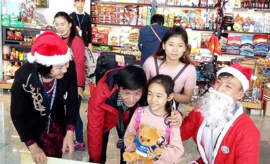 Ngạc nhiên với không khí Giáng sinh ở sân bay Nội Bài - Ảnh 7.