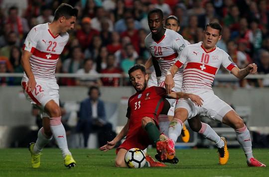Tranh vé vớt VCK World Cup 2018: Cuộc chiến 8 triệu USD - Ảnh 1.