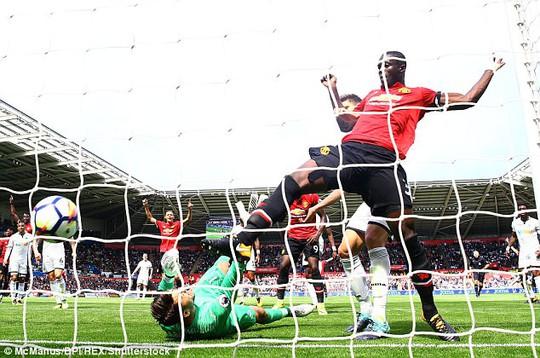 Ghi bàn hủy diệt, hàng công Man United vẫn bị chỉ trích - Ảnh 3.