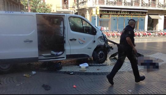 Lao xe, bắt con tin ở Barcelona, 13 người chết - Ảnh 1.