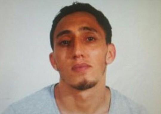 Lao xe, bắt con tin ở Barcelona, 13 người chết - Ảnh 7.