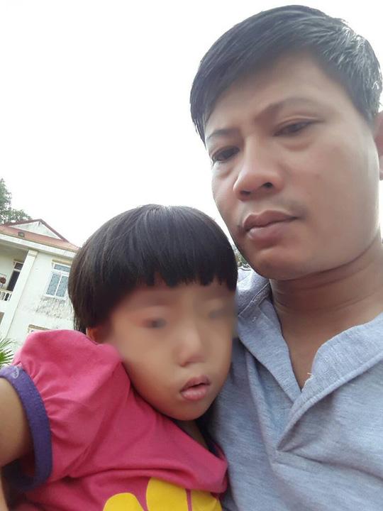 Người đàn ông khắc khổ biệt tích sau khi để bé gái lại bệnh viện - Ảnh 2.