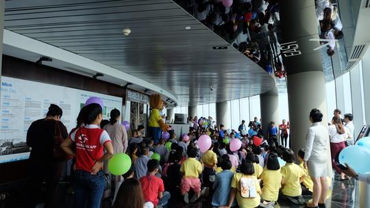 Quốc tế Thiếu nhi cho trẻ em kém may mắn tại tòa tháp Bitexco - Ảnh 2.
