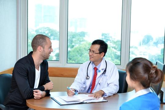 Khai trương phòng khám bệnh cho khách quốc tế - Ảnh 1.