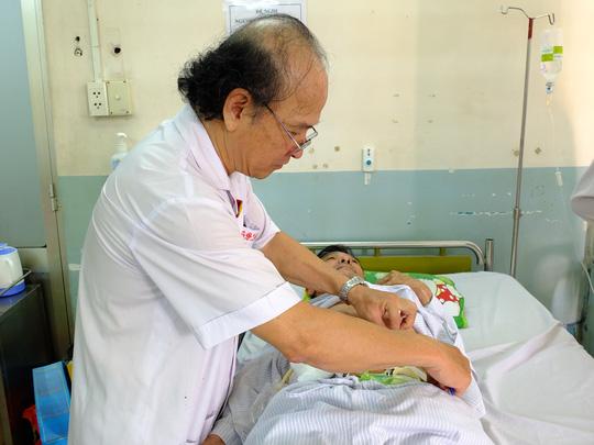 Lần đầu tiên tại Việt Nam cắt u gan bằng robot - Ảnh 2.