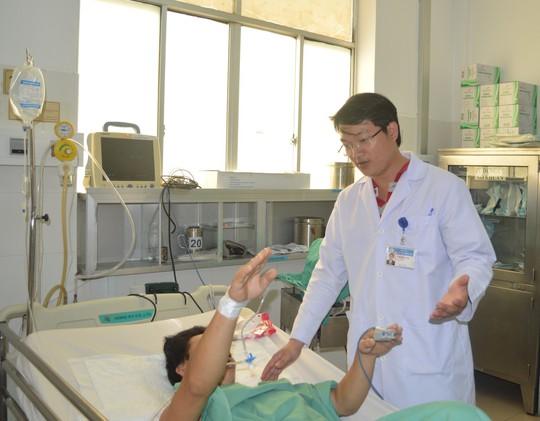 Bệnh nhân liệt nửa người cần đưa sớm đến bệnh viện - ảnh 1