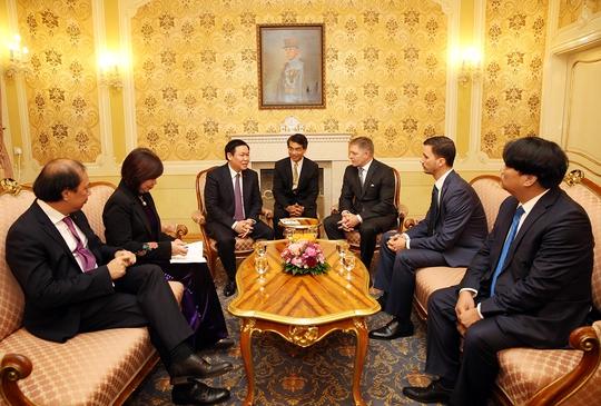 Phó Thủ tướng Vương Đình Huệ thăm trường cũ ở Slovakia - Ảnh 2.