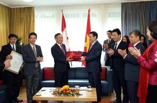 Phó Thủ tướng Vương Đình Huệ gặp nhiều tập đoàn Thụy Sỹ - Ảnh 1.