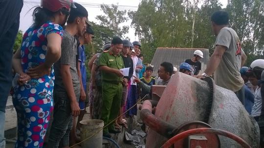 Đang trộn bê tông, 1 công nhân bị điện giật chết thương tâm - Ảnh 2.
