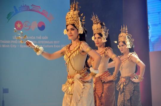 Ngắm nghệ sĩ Việt - Hàn - Nga - Campuchia lộng lẫy trên sân khấu - Ảnh 11.