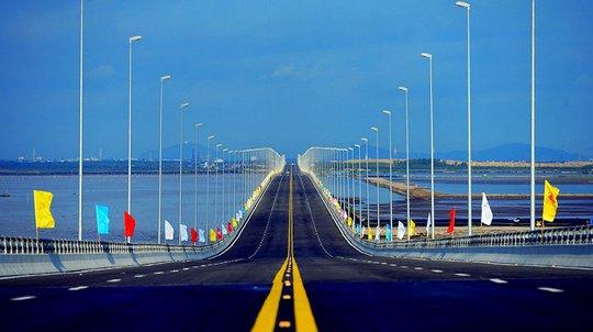 Thủ tướng cắt băng khánh thành cầu vượt biển dài nhất Đông Nam Á - Ảnh 4.