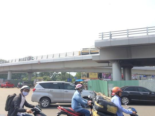 Thêm 1 cầu vượt thép cứu khu vực sân bay Tân Sơn Nhất - Ảnh 2.