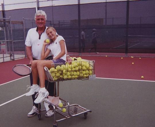 Sharapova không dừng bước: Hành trình đến vinh quang - Ảnh 1.